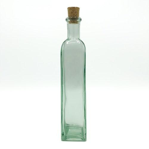 Rak fyrkantig flaska