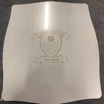 Pizzastein i stål m/ Leeds logo 350x400mm