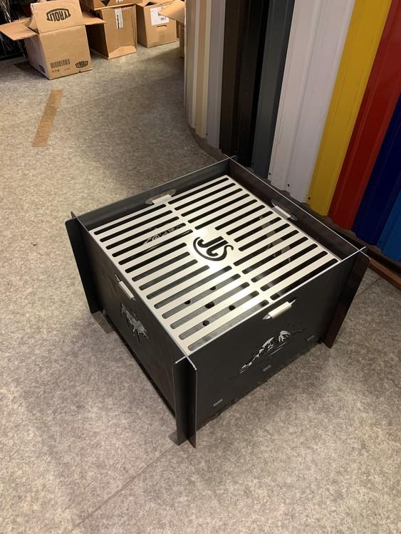 The Big Boy Sammenleggbar bålpanne/grill cortenstål 3mm m/motiv