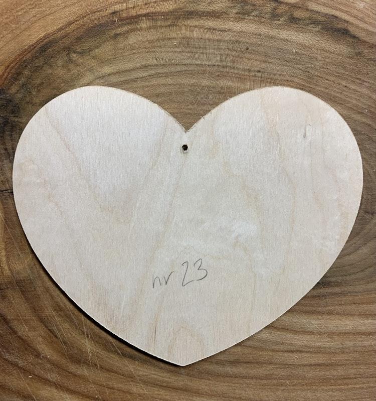 Trähjärta nr 23, 14x12 cm, 6 mm