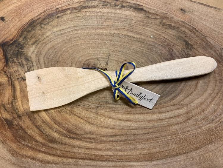 Rör-sked handgjord i ene, ca 20 cm