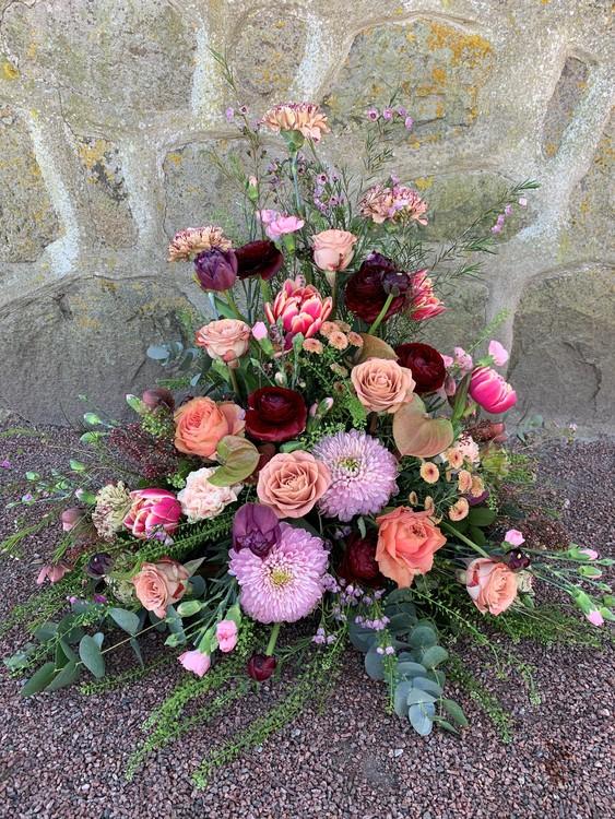 Hög dekoration - Vinrött/aprikos/rosa