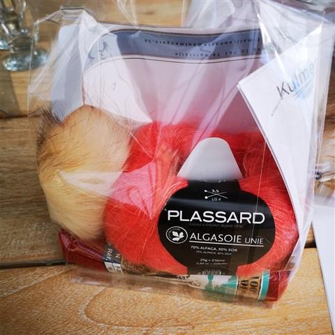 Flätstickad mössa med tofs och beskrivning-persiko