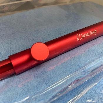 Detailing Stag I rød farge.