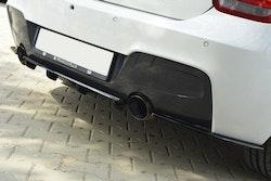 CENTRAL BAKRE SPLITTER BMW 1 F20 / F21 M-POWER (MED VERTIKALA STÄNGER)