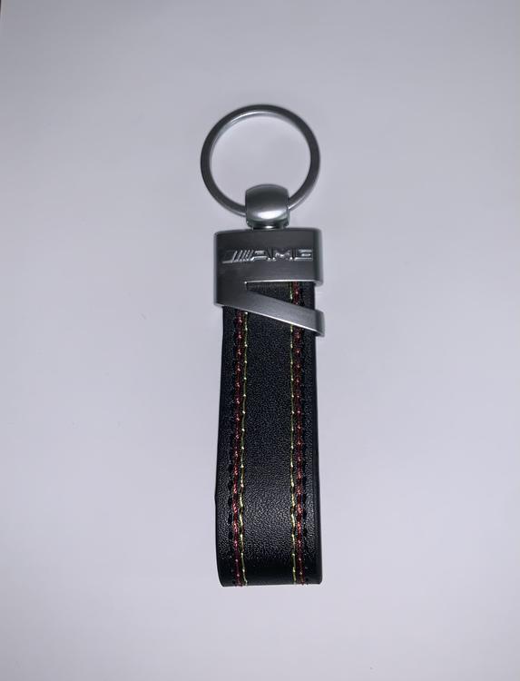 MERCEDES BENZ - AMG - Nyckelring (svart skin)