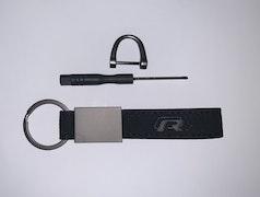 VOLKSWAGEN - R - Nyckelring (svart med röd insida)