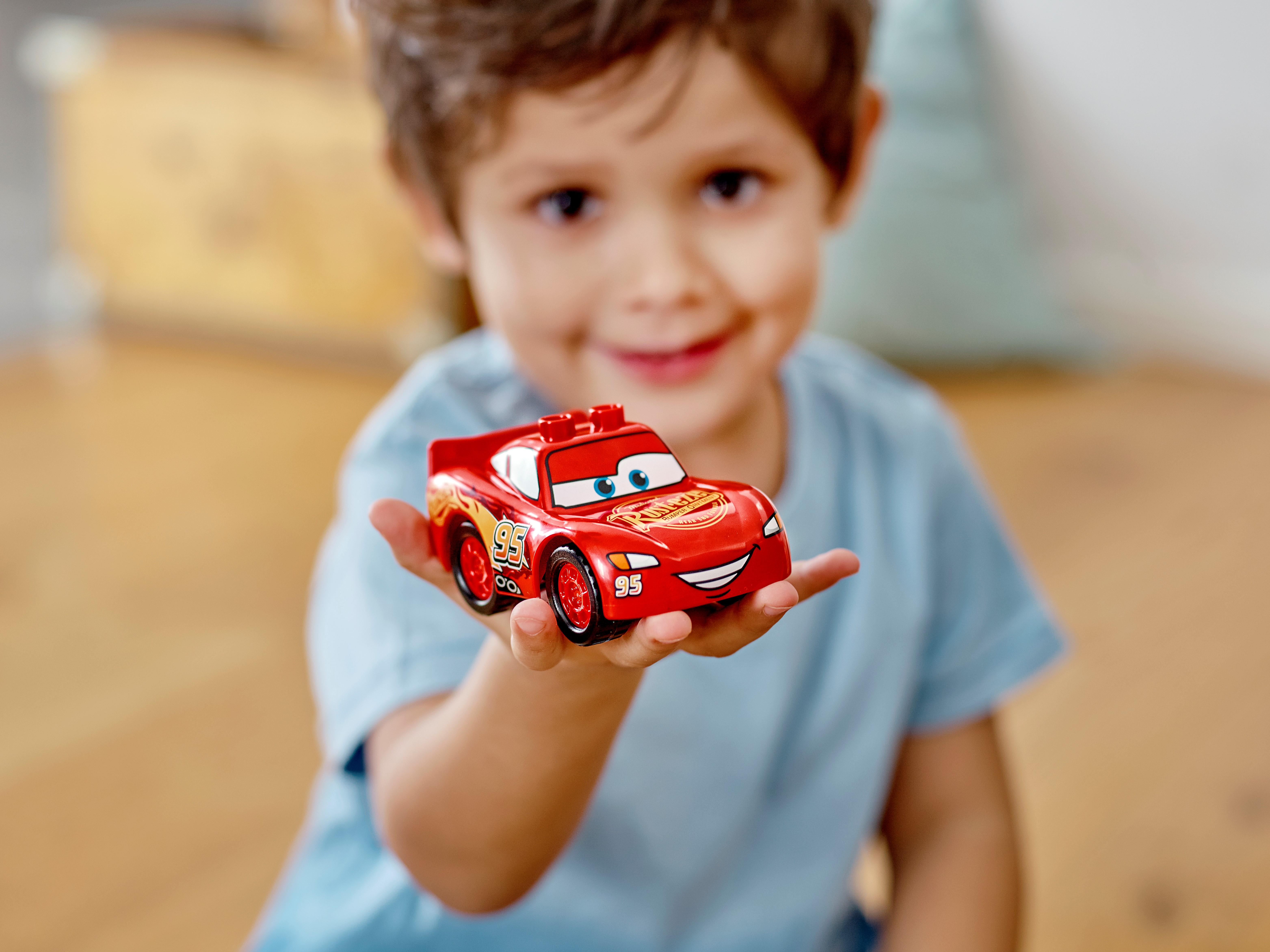 LEGO Disney 10924 Blixten McQueens tävlingsdag