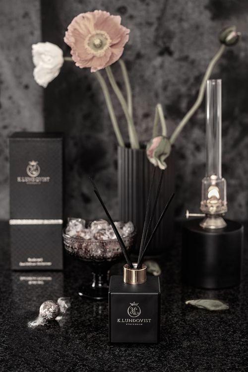 Doftpinnar Black Cashmere - Bärnsten, patchouli och lavendel