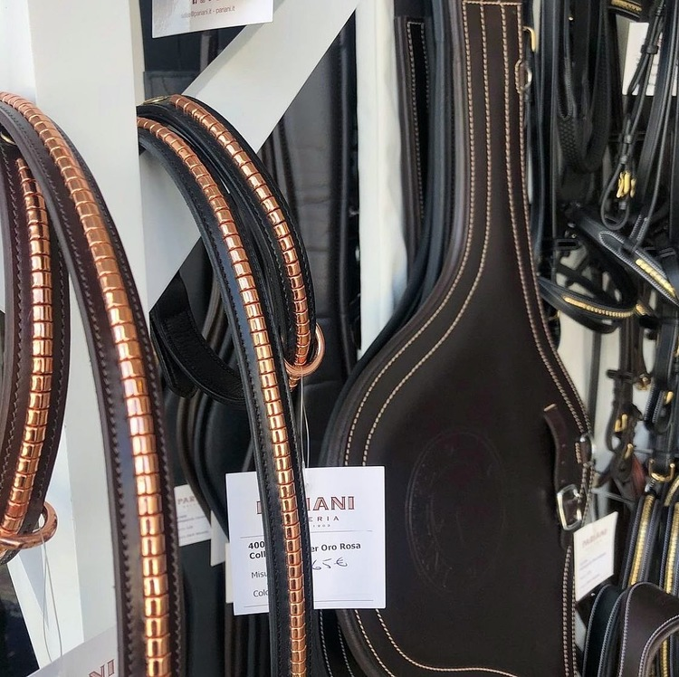 Pariani Lädergrimma med Roséguldklinkers