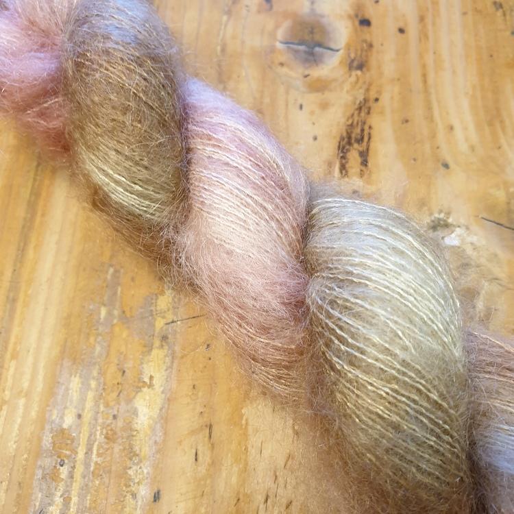 Rosegull -silkemohair
