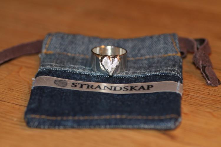CASTED HEART RING BRED - Silverring med sandgjutet hjärta