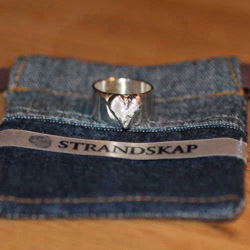 CASTED HEART RING BRED - Silverring med sandgjutet hjärta