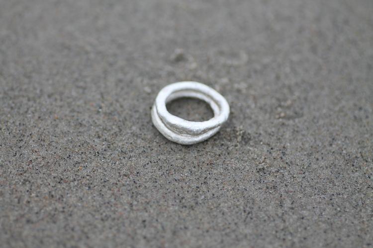 SANDWAVE - Gjuten ring av återvunnet silver