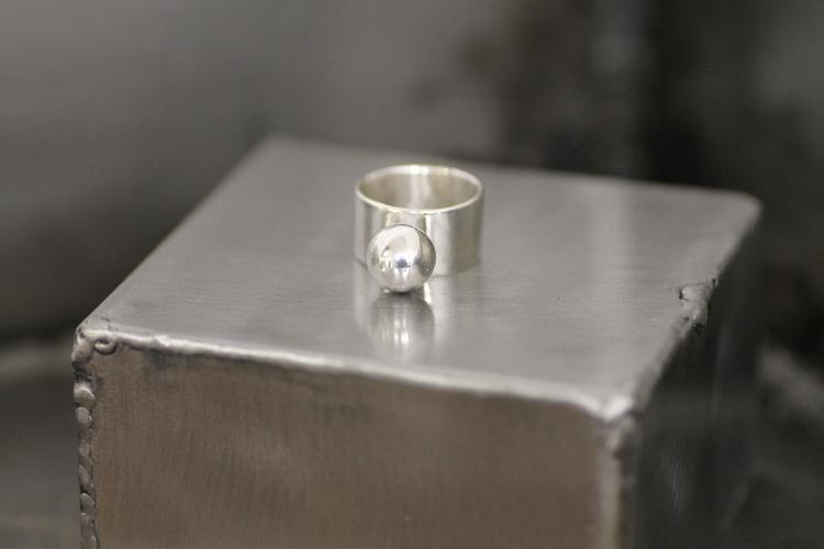 FUN - Bred silverring med silverkula