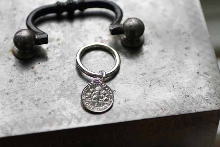 "COIN - Silverring med hängande mynt ""One dime"""