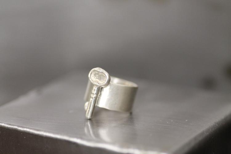 KEY - Silverring med gjuten nyckel