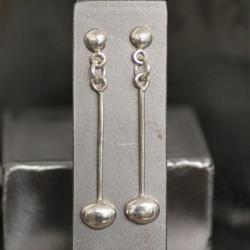 """PEBBLES - Silverörhängen  med """"pebbles"""""""