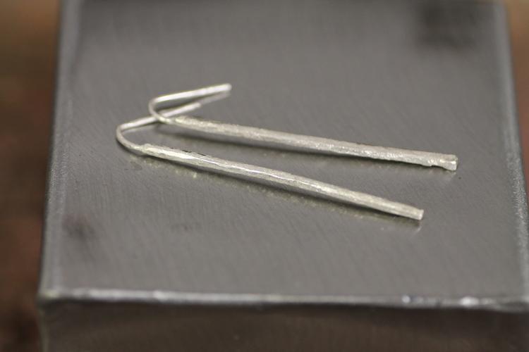 GLITTER PINS - Örhängen i matterat silver