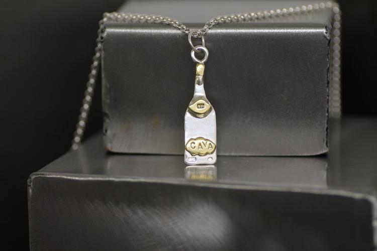 CAVA - Halsband med hänge i silver och mässingsdetaljer