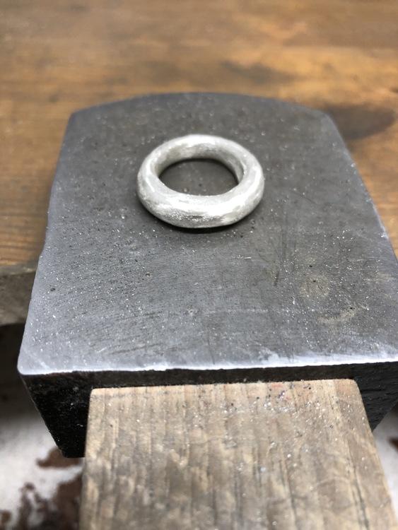 SPARKLE - Sandgjuten silverring med matterad yta
