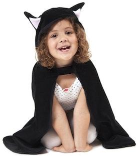 Den goda fen svart mantel katt