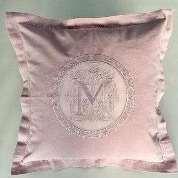 Kuddfodral rosa med M-monogram