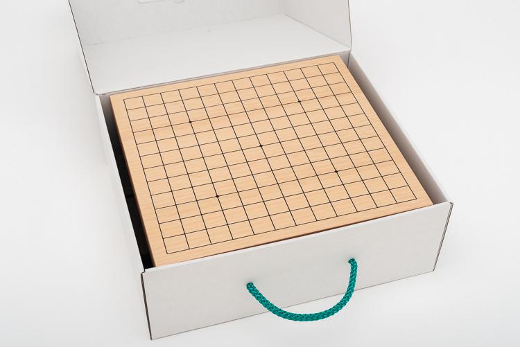 Mycket fint Go-spel 13x13, bräde med ben, glasstenar och träskålar