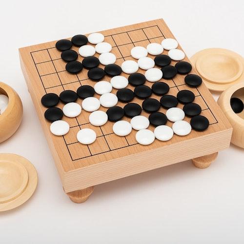 Snyggt Go-spel (9x9) med ben, glasstenar och träskålar