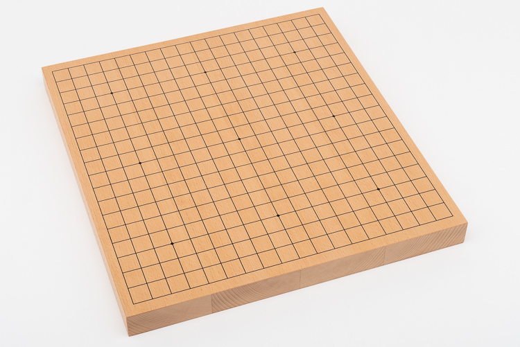 Go-spel, tjockt bräde med rödbruna träskålar och glasstenar