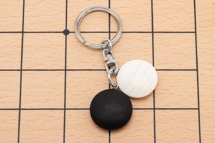 Cool nyckelring med snäckskal- och skifferstenar
