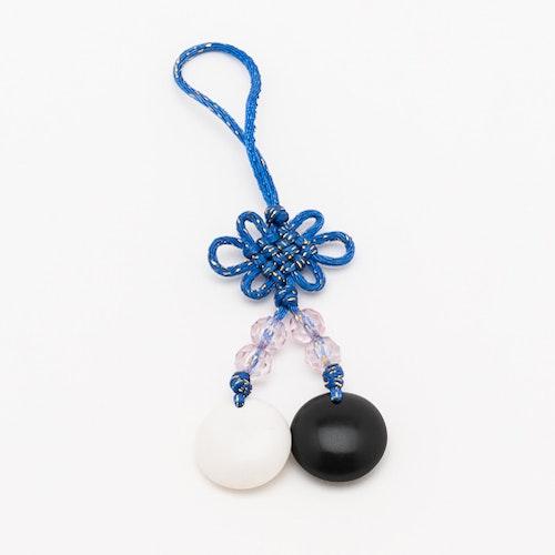 Lucky charm - kinesisk knut med go-stenar