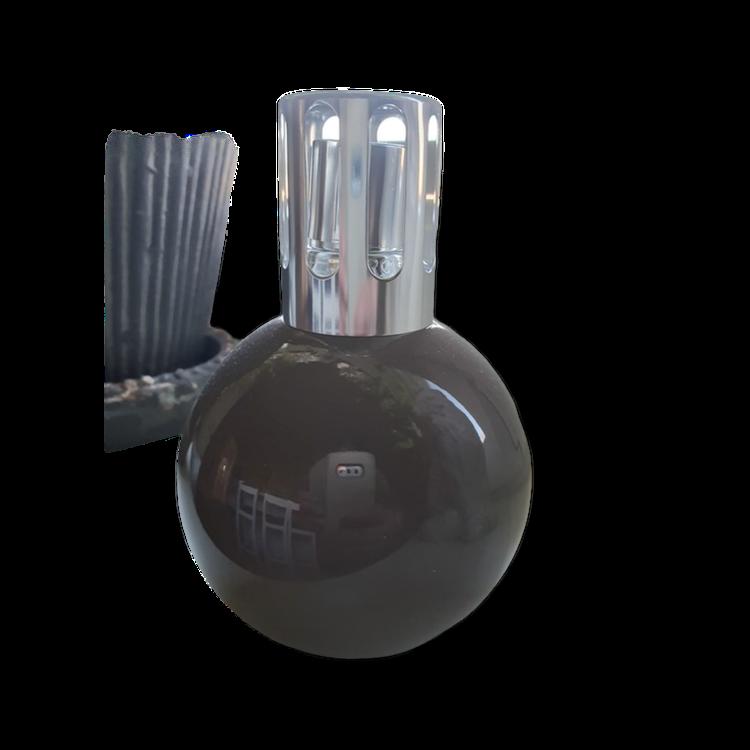 Katalytisk doftlampa från Maison Berger Paris, klot i brungrått. Giftset lorginal Depuis med 180 ml Amber Elegance.