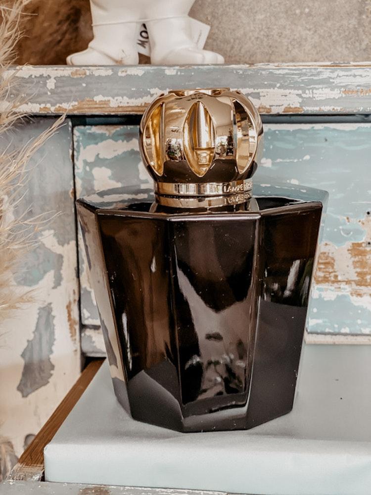 Black Chrystal Katalytisk doftlampa med 250 ml White musk. Gift set Designad av Rozenn Mainguenee