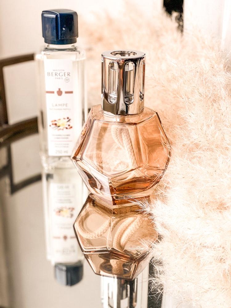 Geometri Honey, presentset/giftset katalytisk doftlampa med 250 ml Amber Powder, Vårens nyhet!