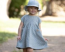 Barnklänning mint med vita prickar 86-104cl