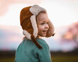 Vintermössa i lammskinn - Kastanjebrun 4-8år