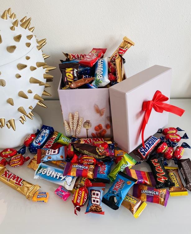 Vårbox fylld med godis
