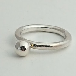 Handgjord silverring Mixa 3 mm med massiv kula, ca 6 mm