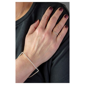 Clare Minimal D Bracelet Silver