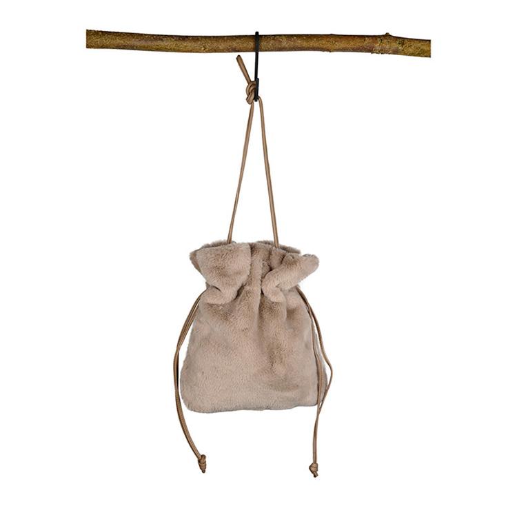 Väska i fuskpäls