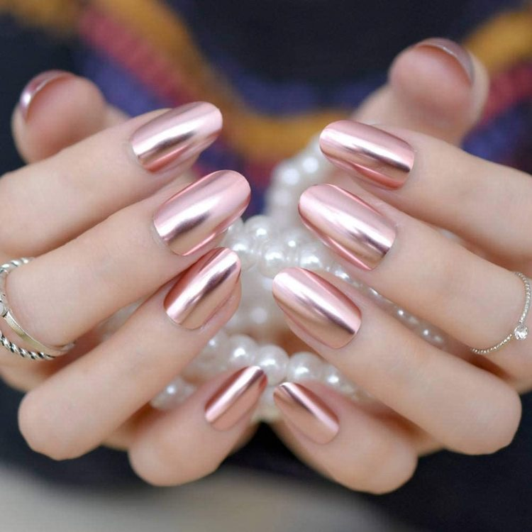 Vackra naglar crome