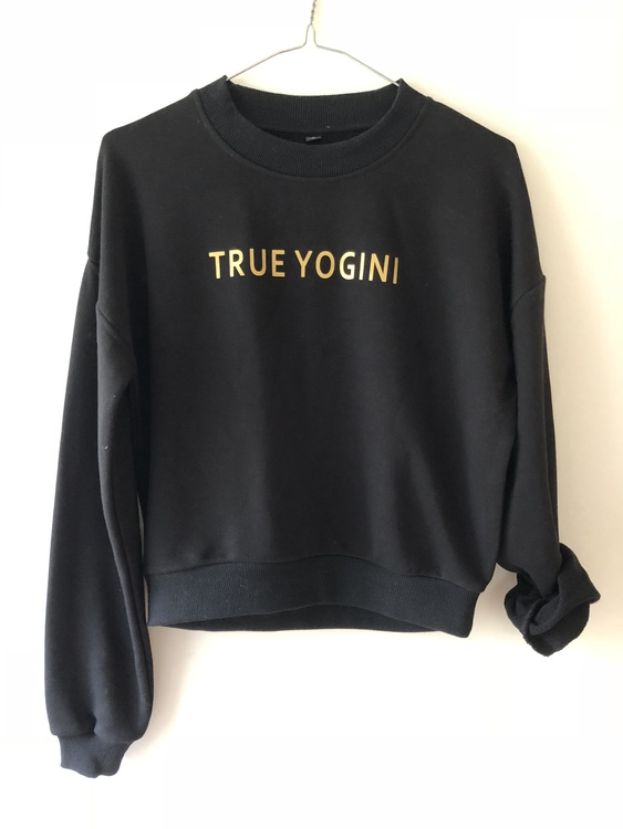 TRUE YOGINI -SWEATER - BLACK