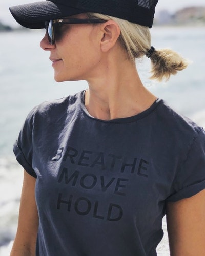 BREATHE, MOVE, HOLD - T-SHIRT - STONE WASHED BLACK