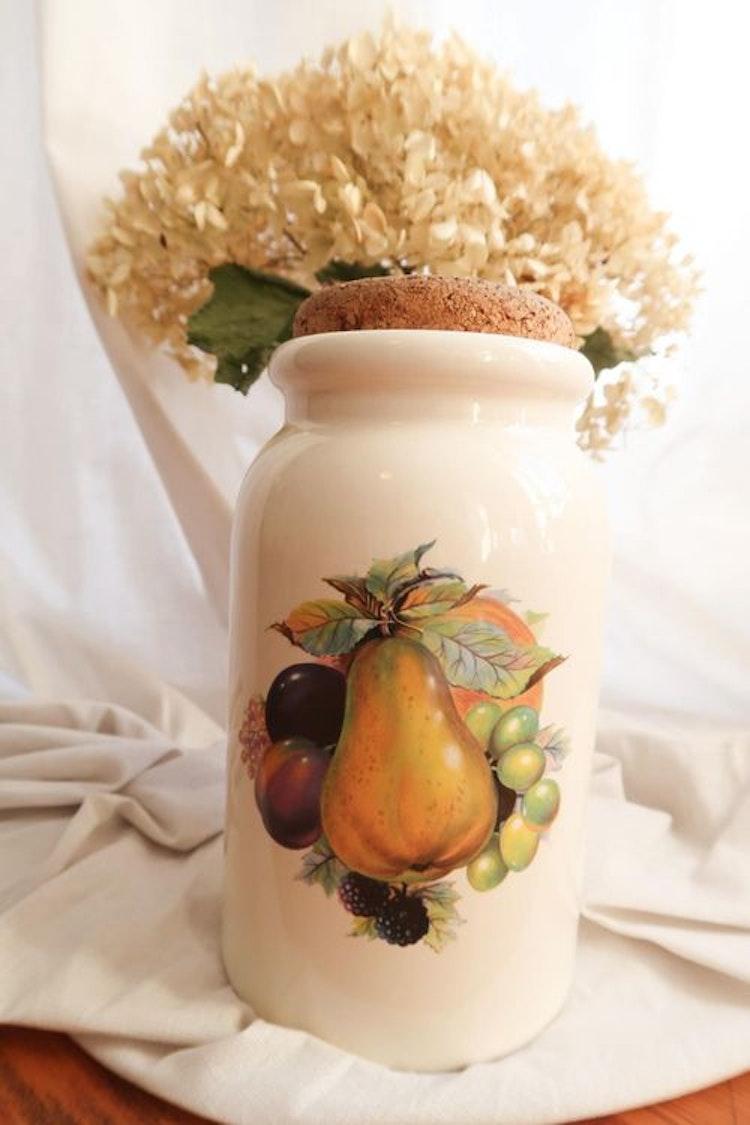Porslinsburk med frukter