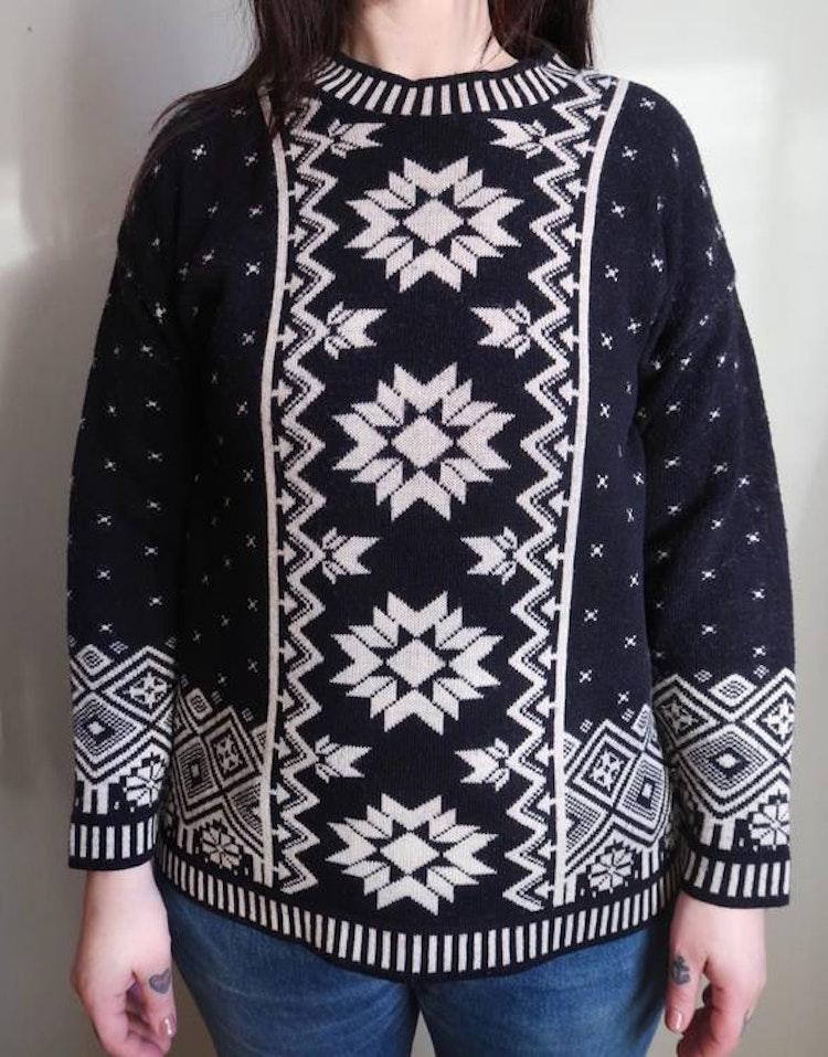 Mörkblå/vit tröja