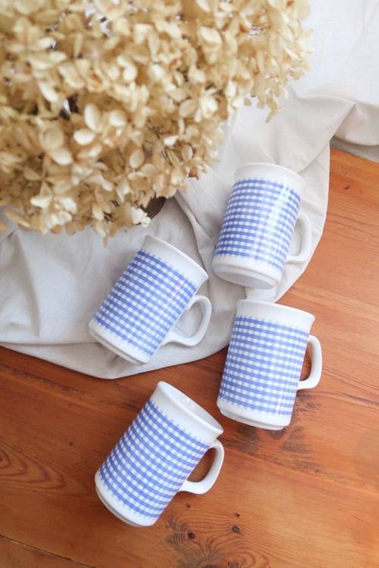 Fyra blå/vita muggar