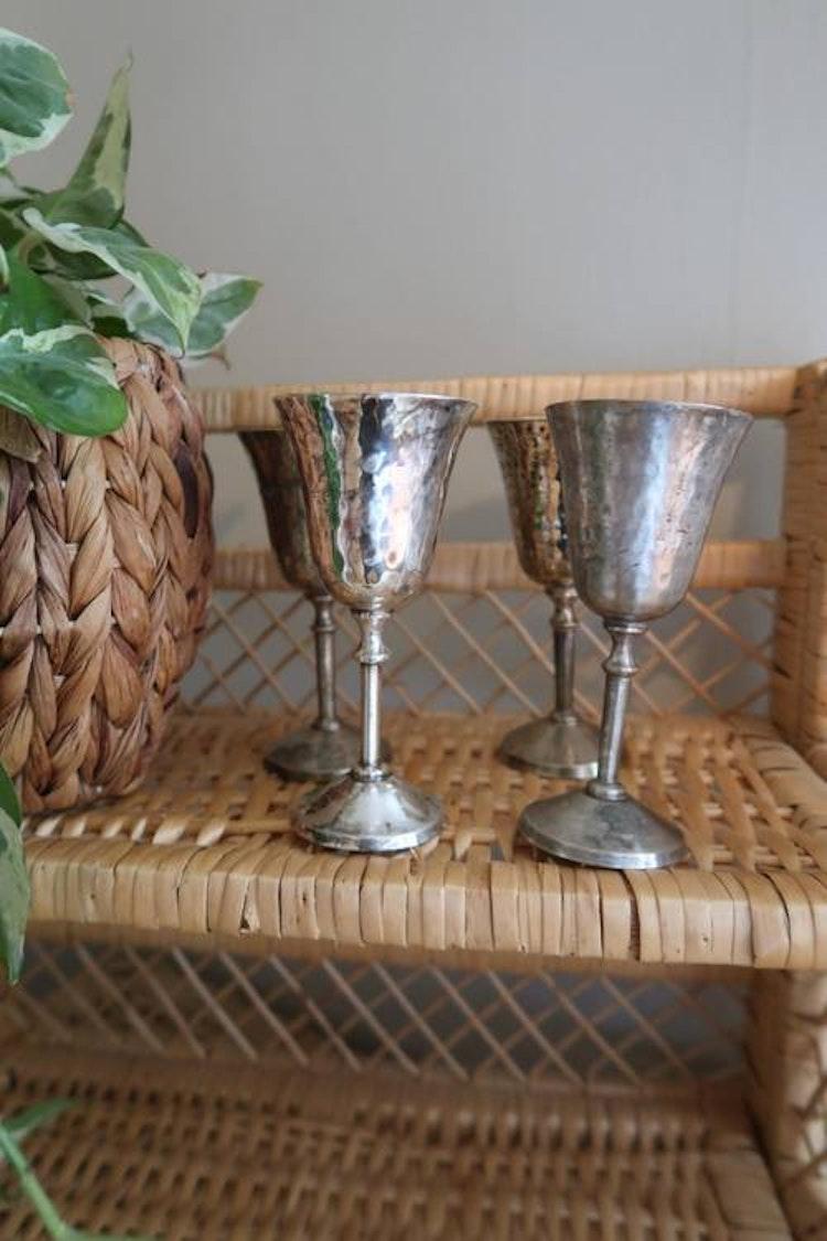 Fyra silvriga glas