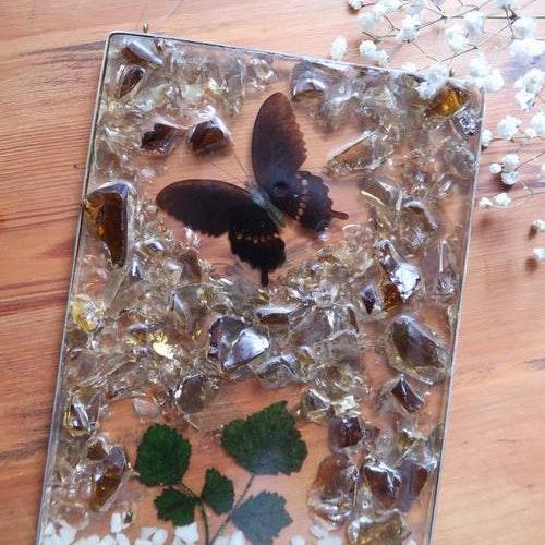 Glastavla med fjäril & växter
