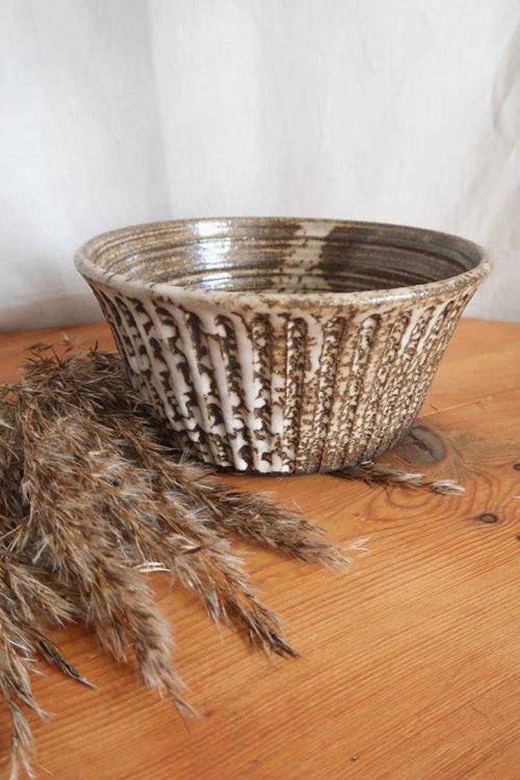 Vit/brun keramikskål